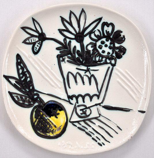 Pablo Picasso Ceramic, Bouquet à la pomme (Bunch with Apple), 1956 A.R. 307